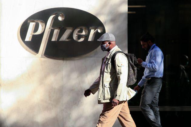 Devant le siège de Pfizer à New York, aux États-Unis, le 9 novembre