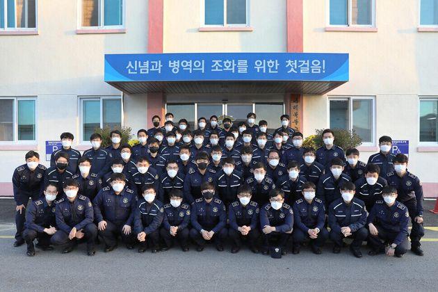 마지막 수업을 마치고 대체복무 대원 1기 63명이 모였다. 이들은 지난 13일 대전교도소와 목포교도소로