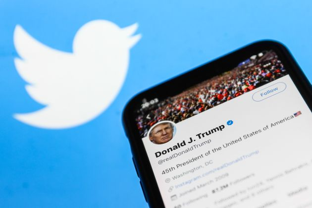 La transition entre Trump et Biden se fera aussi sur Twitter (Photo Illustration by Jakub Porzycki/NurPhoto...