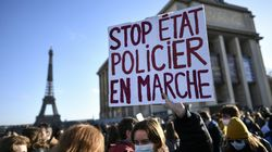 """""""Liberté-Liberté"""", Parigi manifesta contro la legge che vieta di filmare la polizia (di D."""