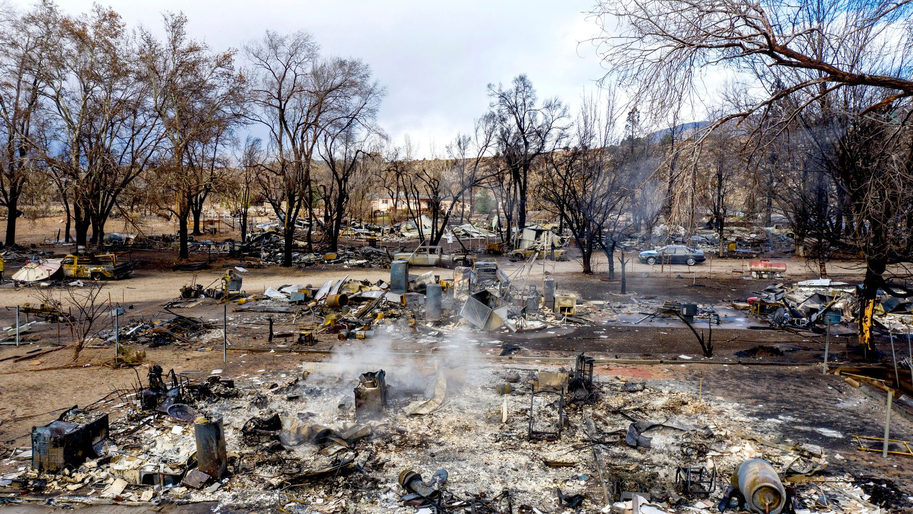 1 Killed, More Than 100 Displaced By Wildfire In Remote California Community
