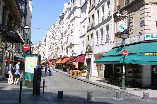 Image d'illustration - Les commerces situés rue Montorgueil à Paris, dans le quartier piétonnier près...