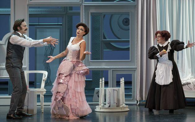 Απευθείας από την Κεντρική Σκηνή του Εθνικού Θεάτρου: «Η κυρία του Μαξίμ» σε live