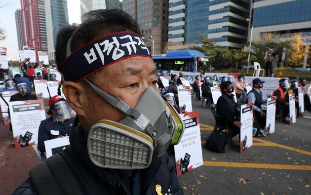 (자료사진) 14일 오후 서울 영등포구 여의대로에서 민주노총 주최로 전태일 50주기 열사 정신 계승 전국 노동자대회가 열리고 있다.