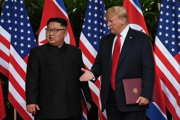 (자료사진) 도널드 트럼프 대통령은 북한 김정은 국무위원장과의 '담판 협상'을 통해 비핵화 합의 타결을 이끌어내려는 '탑다운' 방식의 외교를 추진했지만 결과적으로 성과를 내지 못했다....
