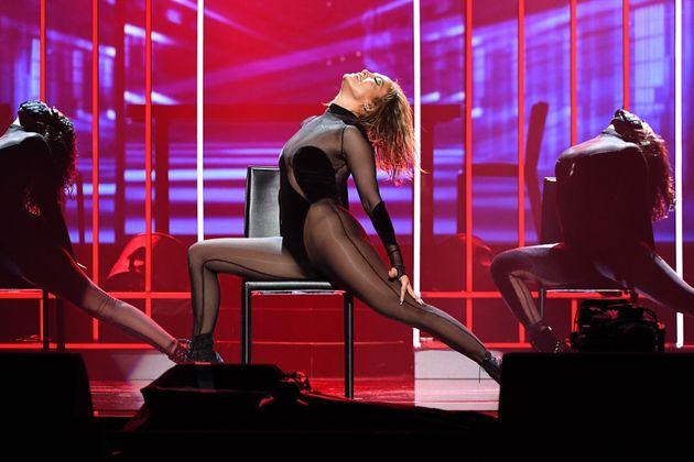 American Music Awards: Το ρεκόρ της Τέιλορ Σουίφτ και η εμφάνιση της Τζένιφερ
