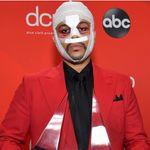 Pourquoi The Weeknd avait le visage tuméfié aux