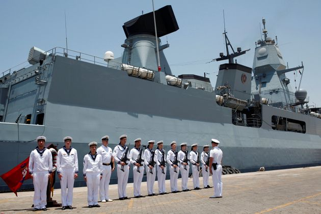 Φωτογραφία αρχείου: Γερμανοί ναύτες μπροστά στην φρεγάτα «Hamburg» στο Ντουμπάι. 26 Μαίου 2013.