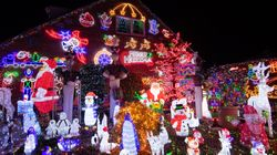 La magia di queste luci da record riporta lo spirito natalizio nell'Inghilterra del