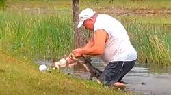 Un hombre lucha contra un cocodrilo para salvar a su