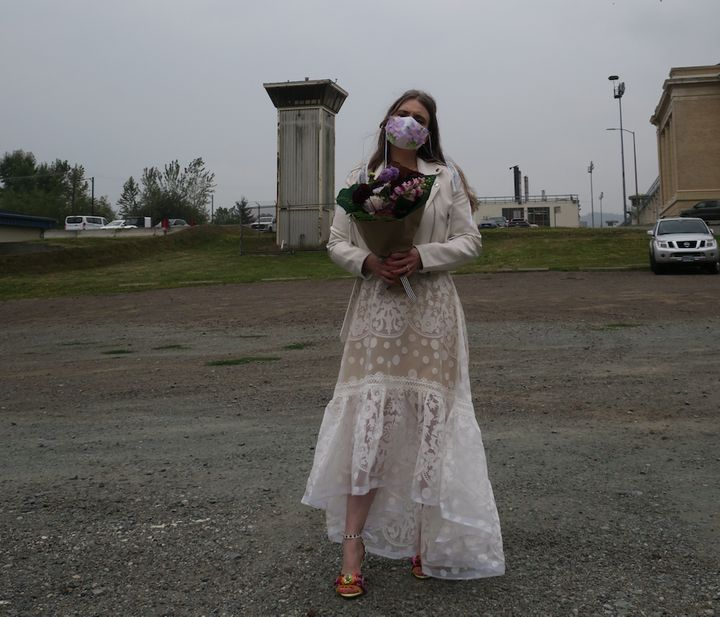 The author in front of the prison on her way to the wedding.