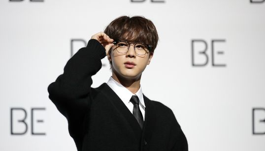 BTSは「メンバー皆が兵役義務を果たす」。ジンが記者会見で表明
