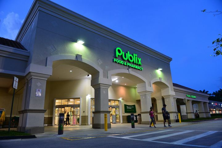 The family of a Publix worker who died from COVID-19 in April is blaming the grocery store chain in a wrongful death suit, cl