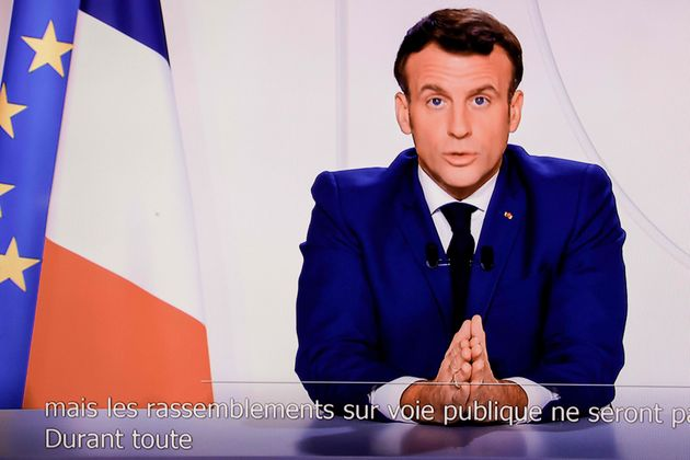 """Macron annuncia: """"Abbiamo frenato il virus"""""""