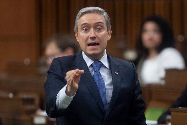 Le ministre Champagne a répondu que le Canada avait choisi une approche intelligente et ferme...