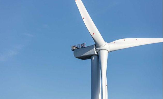 거대한 풍력발전기의