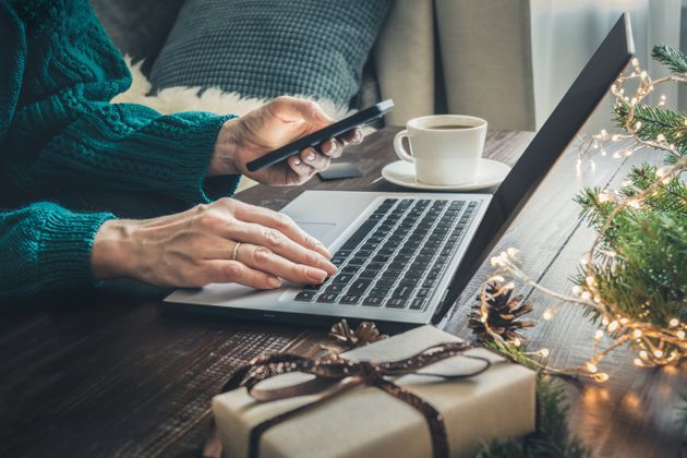 'Ερευνα: Πώς αναμένεται να κάνουν τις χριστουγεννιάτικες αγορές τους φέτος οι
