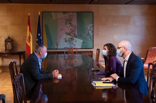 El diputado de Compromís, Joan Baldoví, se reúne con la ministra de Hacienda, María Jesús Montero (PSOE),...
