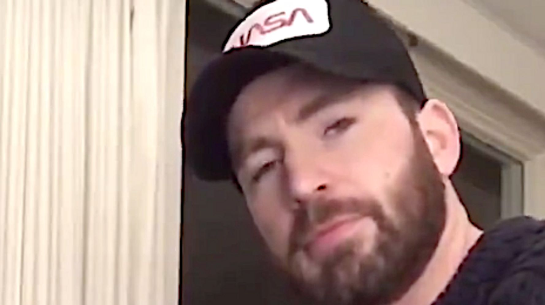 Chris Evans Plays The Piano And Twitter Could Listen To Him All Day