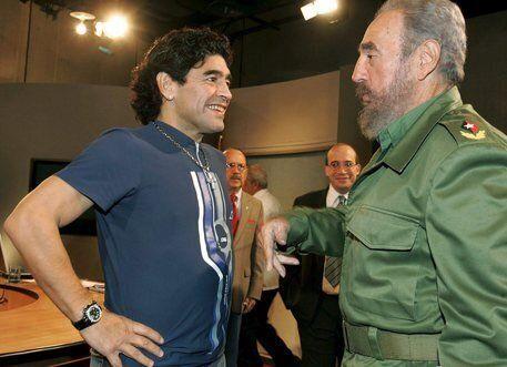 Maradona muore lo stesso giorno di Fidel Castro. E anche di George Best