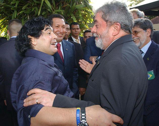Argentine former football star Armando Maradona (L) chats with Brazilian President Luiz Inacio Lula da...