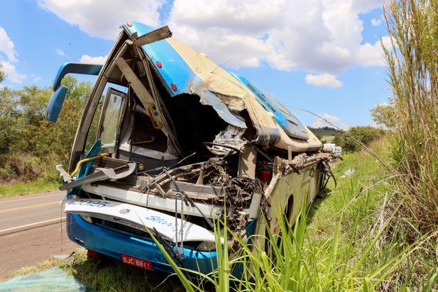 Βραζιλία: Τουλάχιστον 41 νεκροί από σφοδρή σύγκρουση λεωφορείου με