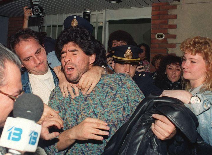 Maradona, detenido por posesión de drogas en abril de 1991.