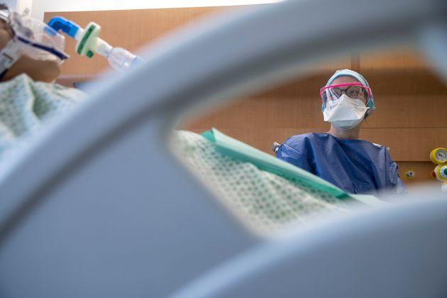 Covid-19: les cas positifs recensés repartent à la hausse, moins de 30.000 hospitalisés...