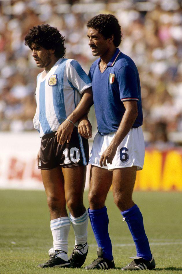 Diego Armando Maradona non accettò la sconfitta e non volle scambiare la maglia