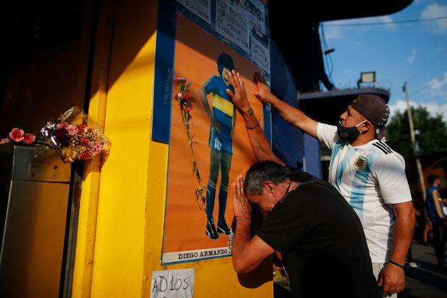 아르헨티나 출신 축구 영웅 디에고 마라도나가 향년 60세의 나이로 숨을