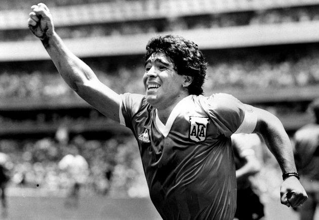 디에고 마라도나가 지난 1986년 6월 29일 멕시코 월드컵 결승전에서 잉글랜드와의 골을 넣은 후 손을 들어 보이고