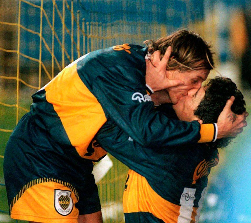 디에고 마라도나는 바르셀로나, 나폴리에서 활약하며 유럽에서 전성기를 보낸 뒤 자신이 처음으로 프로 무대에 데뷔했던 아르헨티나 보카 주니어스로 돌아왔다. 사진은 최대 라이벌팀인 리버플레이트를...