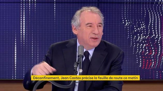 François Bayrou croit savoir qu'une erreur a été commise au sujet de la capacité autorisée des lieux...