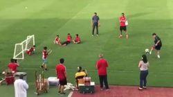 La verdadera historia del gol de Maradona a un niño sin piernas que seguro has recibido por