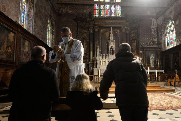 À partir de ce samedi 28 novembre, il sera à nouveau possible pour les lieux de culte d'accueillir...