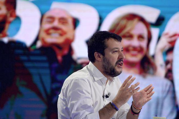 Scostamento di bilancio |  Berlusconi detta la linea |  Salvini mastica amaro