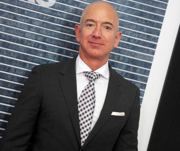 Jeff Bezos, le patron d'Amazon et homme le plus riche du monde, a vu sa fortune augmenter de près...