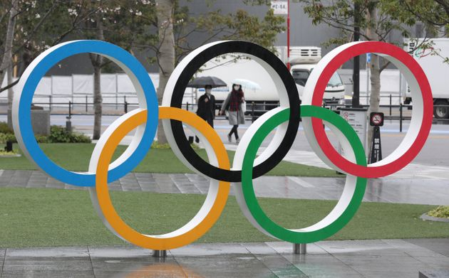 オリンピックシンボルのモニュメント(東京都新宿区)