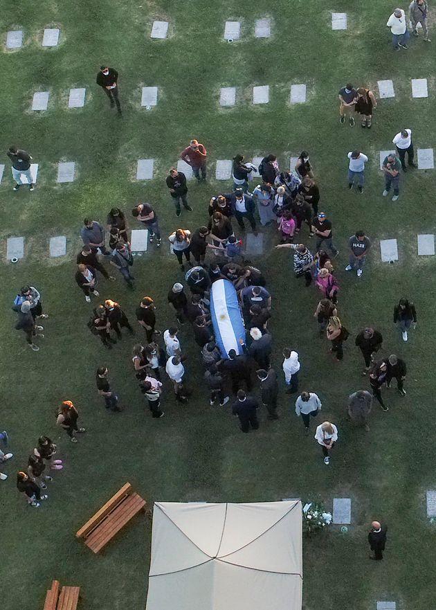 El funeral de Maradona, en el cementerio de Jardín Bella Vista, en Buenos