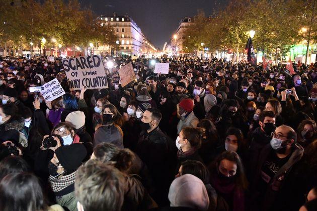 Χιλιάδες διαδηλωτές...