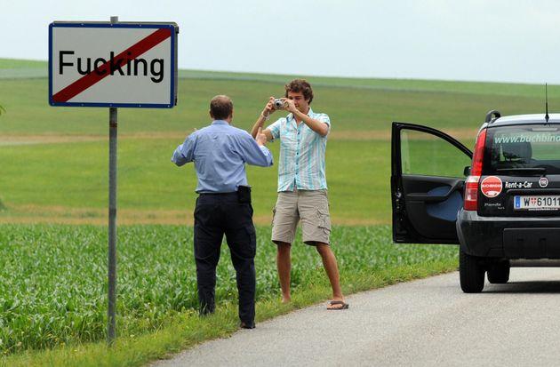 Les panneaux de signalisation étaient particulièrement prisés des touristes et internautes,...