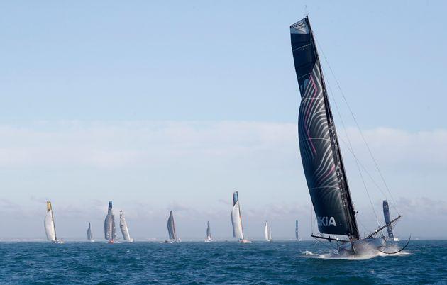 フランス西部、レ・サーブル・ドロンヌ沖でレースが開始した=2020年11月8日