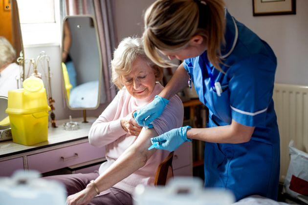 Βρετανία: Στις 7 Δεκεμβρίου ξεκινά ο εμβολιασμός για τον