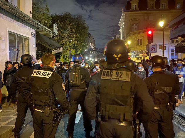 Les forces de l'ordre interviennent le 23 novembre 2020 pour déloger des migrants de la place...