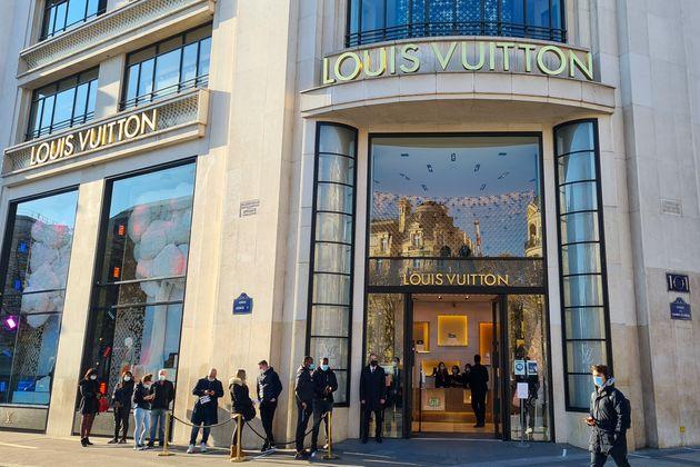 Γαλλία: Ουρές στα κομμωτήρια μετά την μερική άρση του