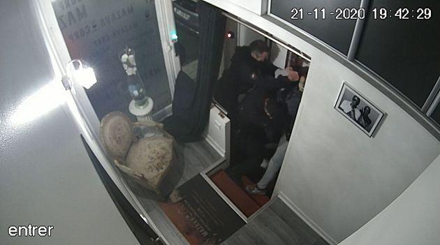 La garde à vue des quatre policiers qui ont tabassé Michel Zecler prolongée (Photo...