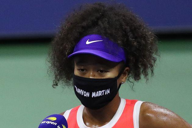 黒人への暴力で犠牲になったトレイボン・マーティンさんの名前が刻まれたマスクを全米オープンで着用し、人種差別に抗議する大坂なおみ選手
