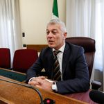 """La Rai si scusa con Morra (ma Foa si dissocia). L'opposizione ribadisce: """"Lasci"""