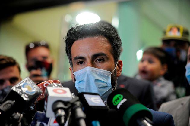 Leopoldo Luque lors d'une conférence de presse sur l'état de santé de son patient...