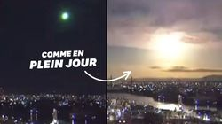 Une boule de feu illumine le ciel nocturne